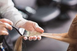 Banishing the yellow hue without hair dye – how to make blonde radiant